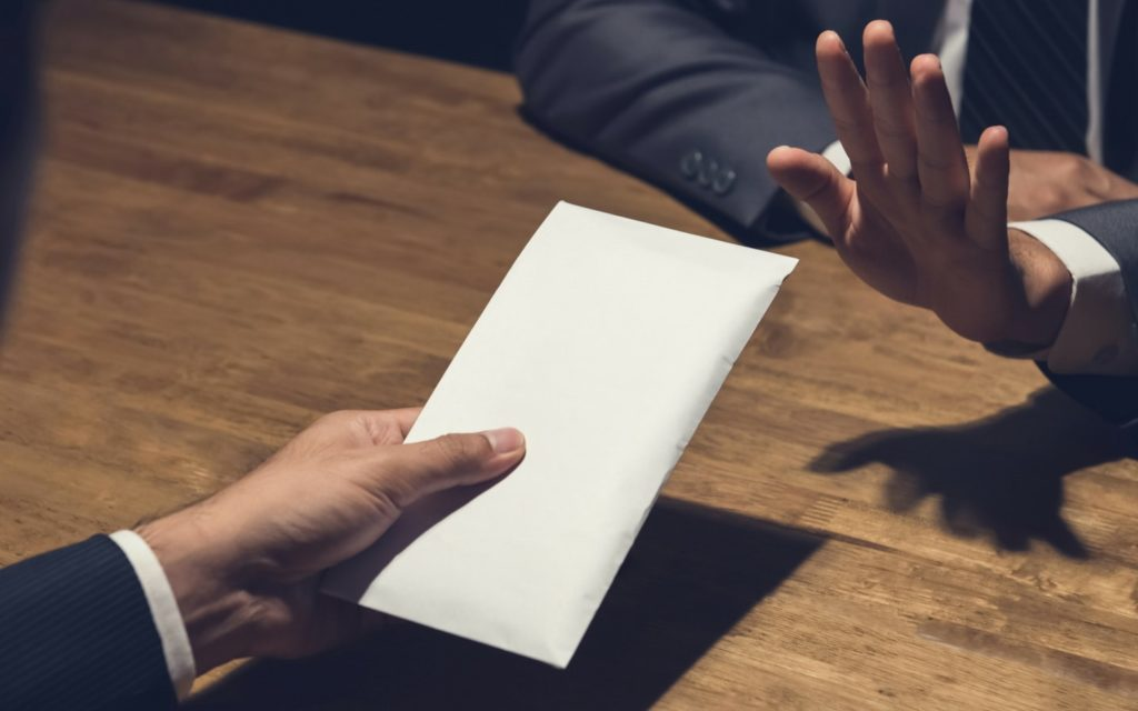 handing-envelope